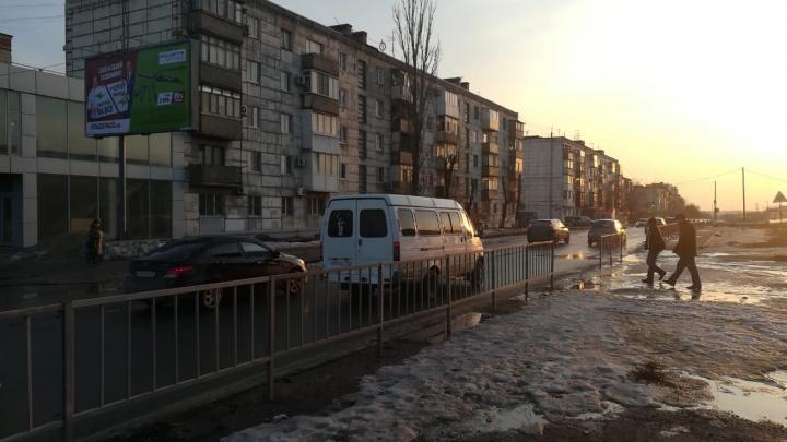 «Скоро кого-нибудь задавят»: волгоградцы кидаются под колеса машин на обновленном Самарском разъезде