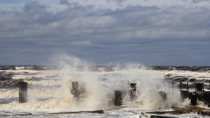 «Лучше остаться дома»: с 3 по 5 августа в Поморье ожидаются подтопления и шторм