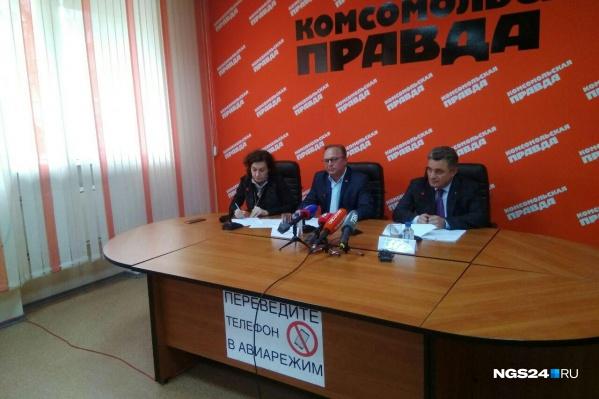 Депутаты Юрий Ефимов и Александр Симановский