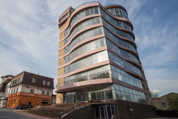 """Необычную форму здания придумали в компании «Фирма """"Измерения Телеметрия Диагностика""""» —она владеет участком и выступала застройщиком"""