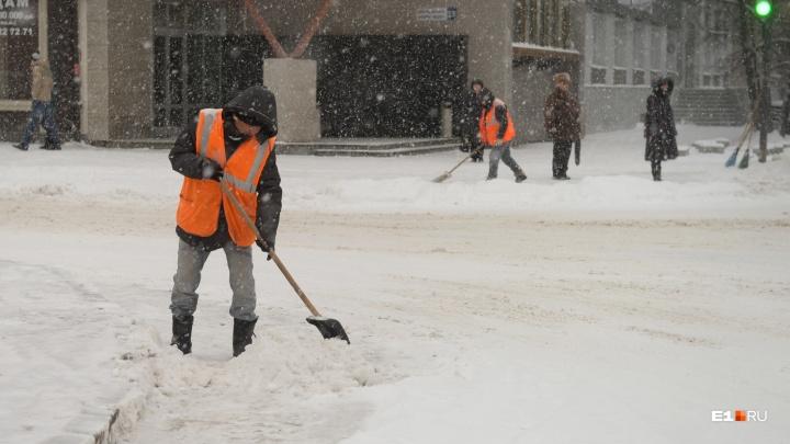 Высокинский отправил всех коммунальщиков срочно чистить улицы