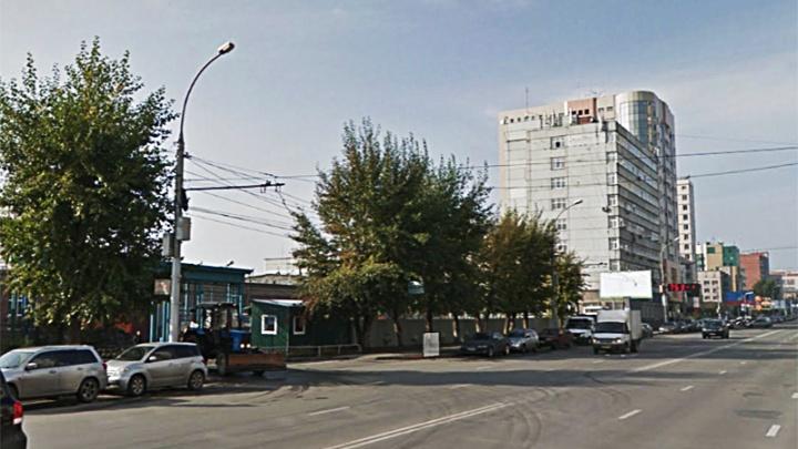 Мэрия запретила парковку возле здания дорожной службы и Ленинского суда