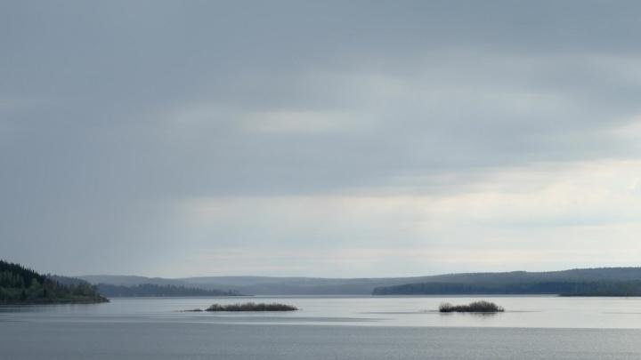 Пошел на рыбалку на озеро: в Прикамье утонул девятилетний мальчик