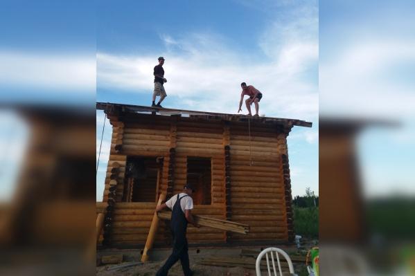 Благодаря пермякам многодетная семья смогла возвести дом под крышу