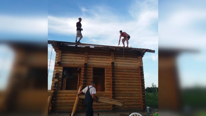 «Дали крышу над головой»: пермяки помогли живущим в палатке обманутым пайщикам с постройкой дома