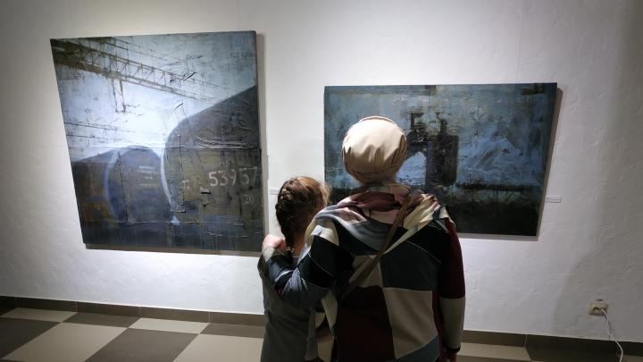 Когда символ веры — бочка с нефтью: в Архангельске открылась выставка Александра Кабина