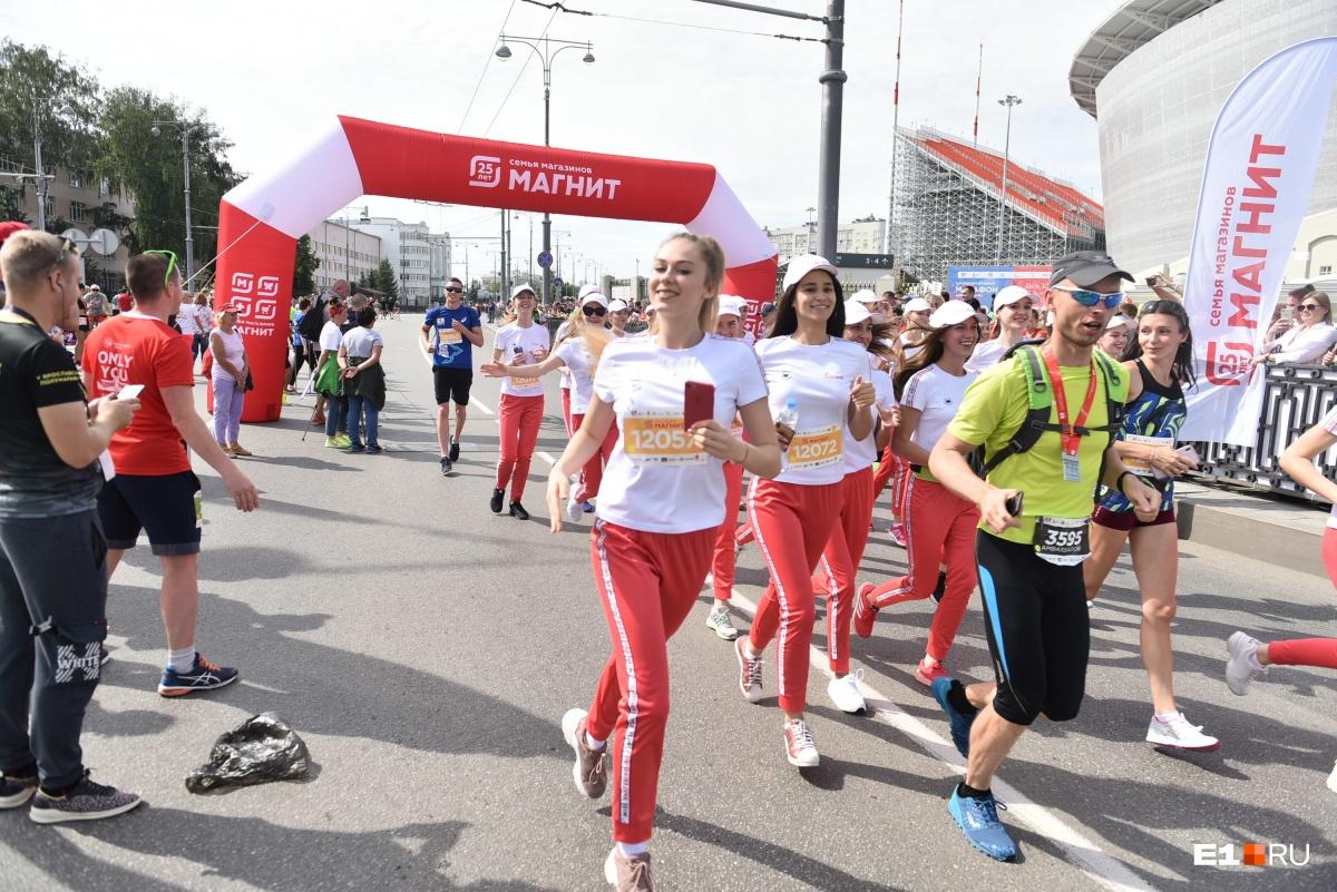 Участницы конкурса «Мисс Екатеринбург» пробежали дистанцию в три километра