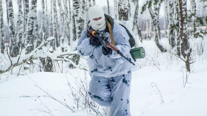 «Наша цель — мир»: на Рощинском полигоне снайперов научили вести «гуманный огонь»