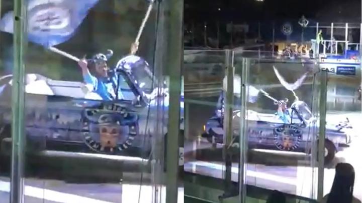 На лёд ЛДС выехал «Запорожец»-кабриолет, окрашенный в цвета ХК «Сибирь»