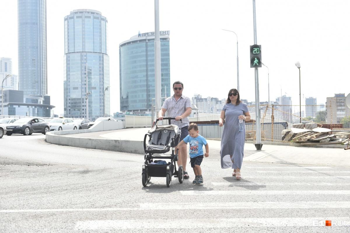 Людей на Макаровский мост пустили сегодня