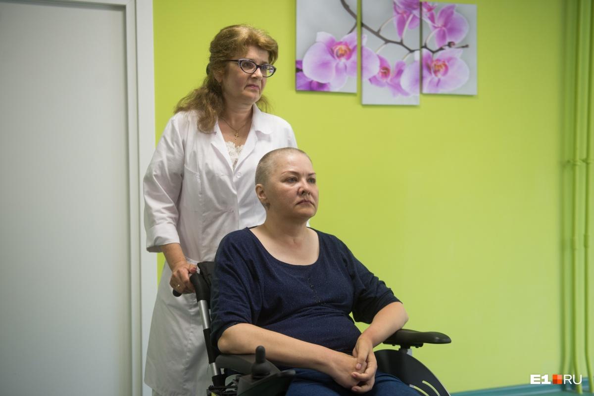 Маргарита с главврачом центра Ириной Волковой