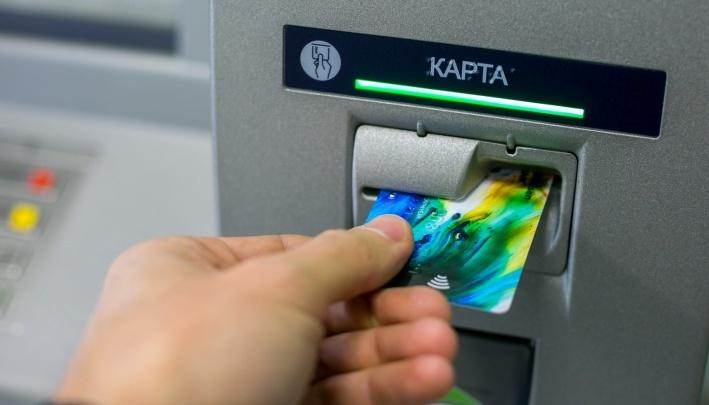 «Недостача 2 миллиона»: сотрудницы банка воровали деньги из банкомата, который сами и обслуживали