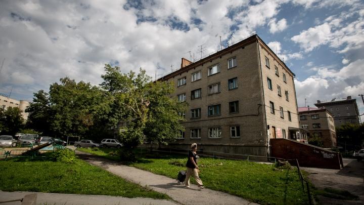 Общага на слезах:дом в центре продают вместе с жильцами