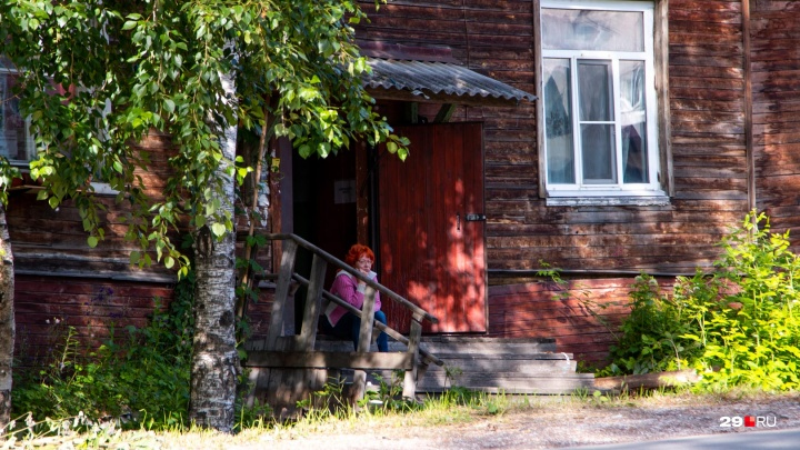 «Мой дом поехал»: как выживают люди в деревяшке на Урицкого, где от страха крестятся перед сном