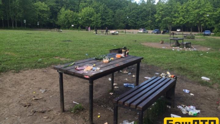 «Погуляли и ахнули»: любимый уфимский парк превратился после праздников в помойку