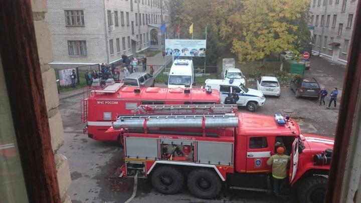 Учащихся школы № 144 на Автозаводе эвакуировали из-за пожара