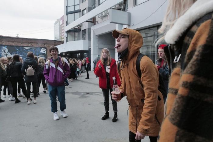 В съемках участвует порядка 100 молодых людей с Урала