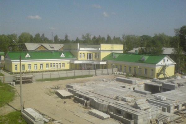 C 2008 года стройка у поликлиники приостановлена