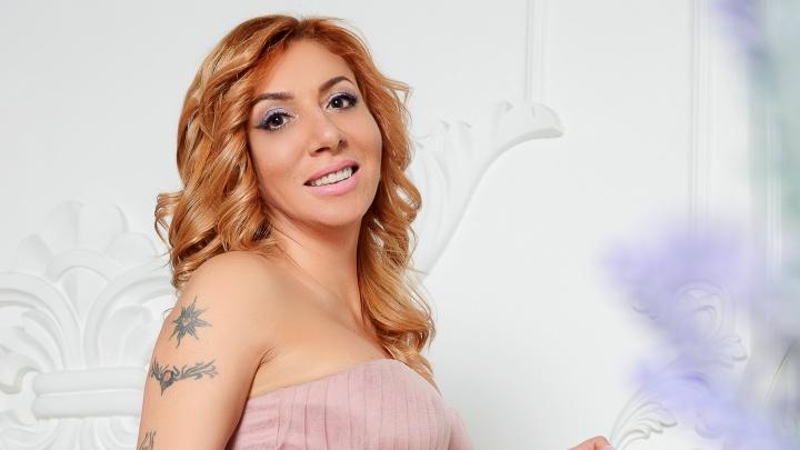 В Екатеринбург вернулась столичный секс-коуч, начинавшая здесь свою карьеру (18+)