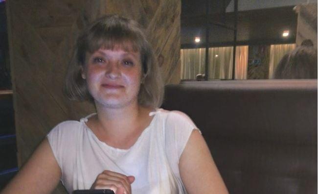 Была в гостях: в Новосибирске волонтеры ищут женщину в белой ветровке