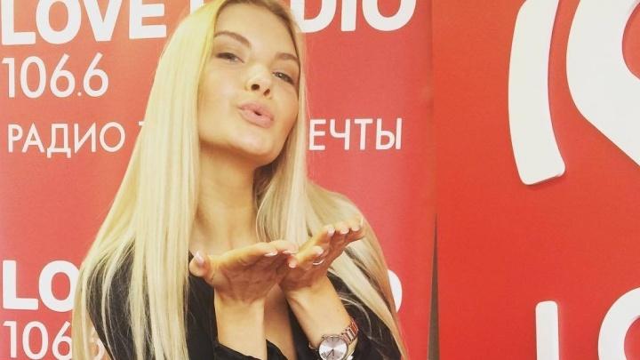 Целовалась с девушкой и выпрашивала дорогие подарки: новая Мисс Россия рассказала о себе на радио