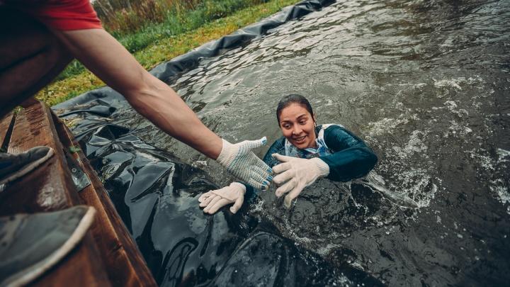 Фоторепортаж: тысяча отчаянных сибиряков последний раз измазались в грязи ради статуса героев
