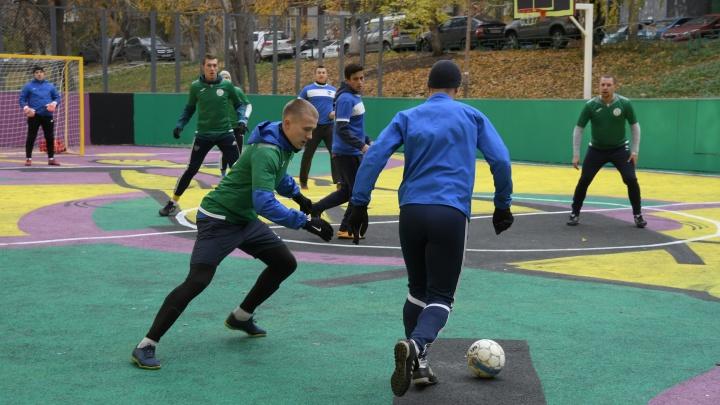 Футболисты-любители проверили в деле спортплощадку, обновленную МегаФоном