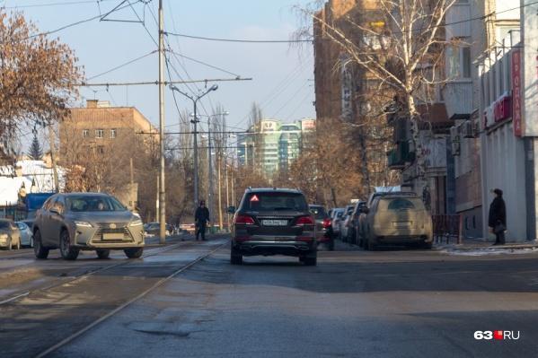 На Арцыбушевской восстановят дорожное покрытие между трамвайными путями