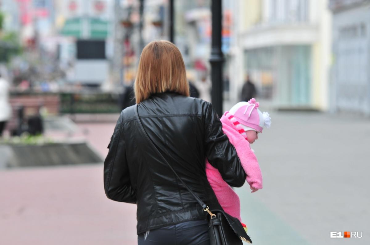 Пока ребенок несовершеннолетний, его деньгами распоряжается родитель