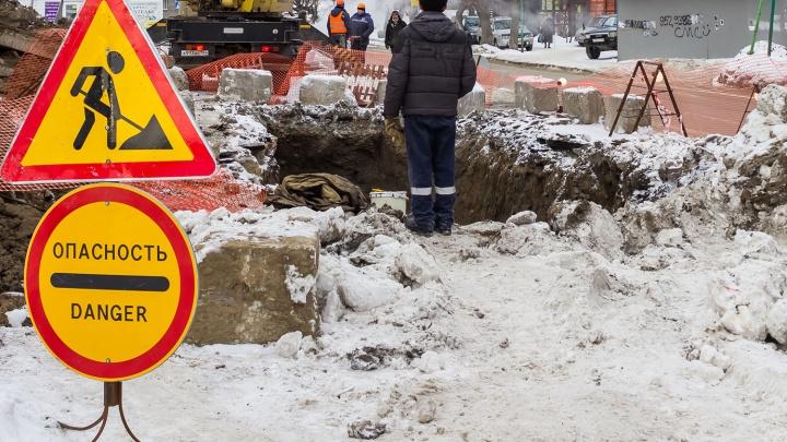 Копают, пока не замёрзло: коммунальщики сузят улицу Сибиряков-Гвардейцев для ремонта