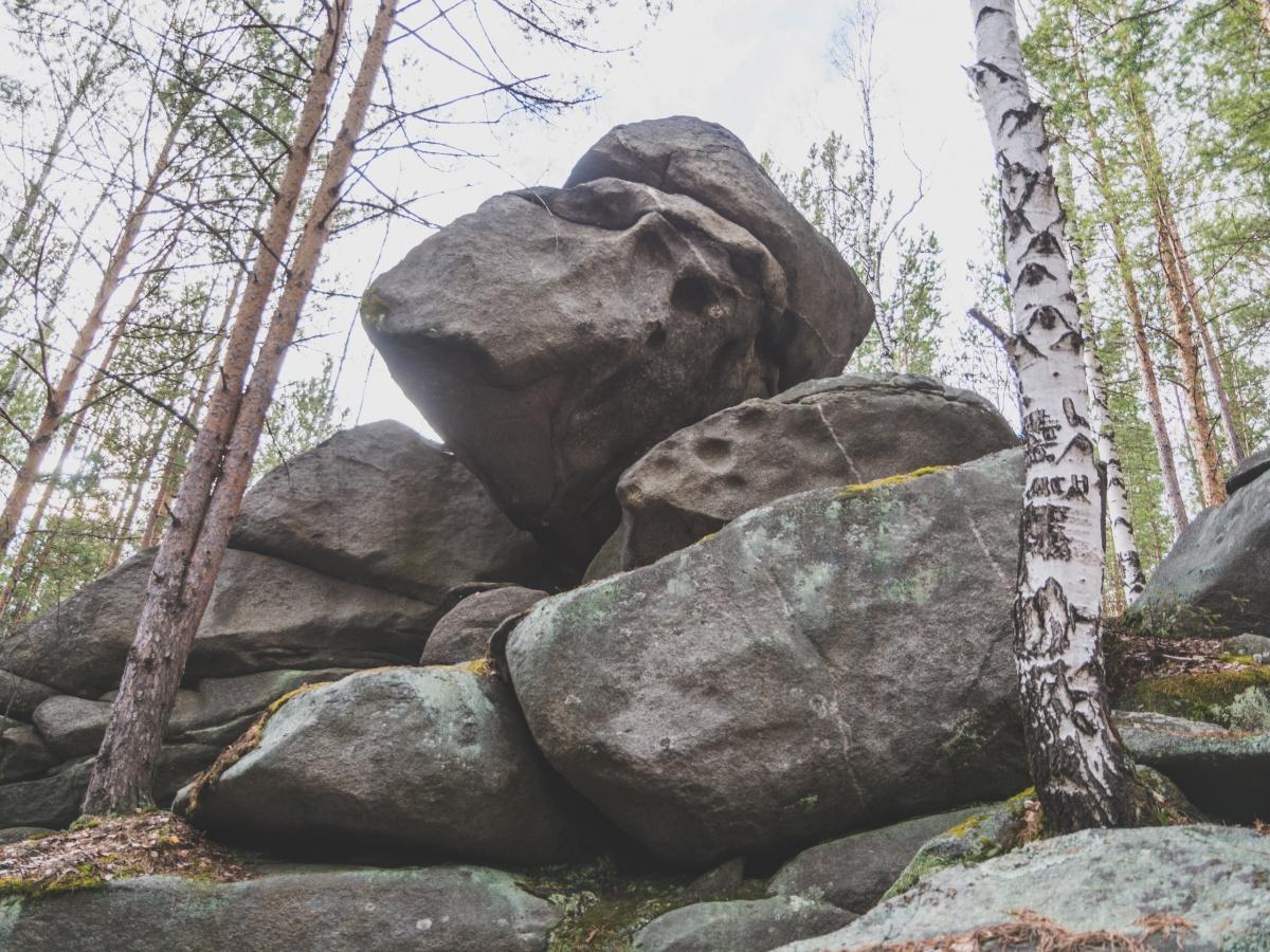 Старые камни источены временем