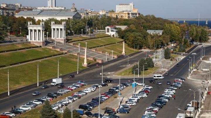В пяти районах Волгограда с утра запрещена парковка и остановка автомобилей