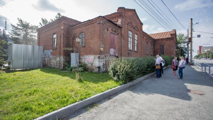 «Каменный век»: для ремонта особняка в центре Челябинска купили кирпичи, втрое дороже современных