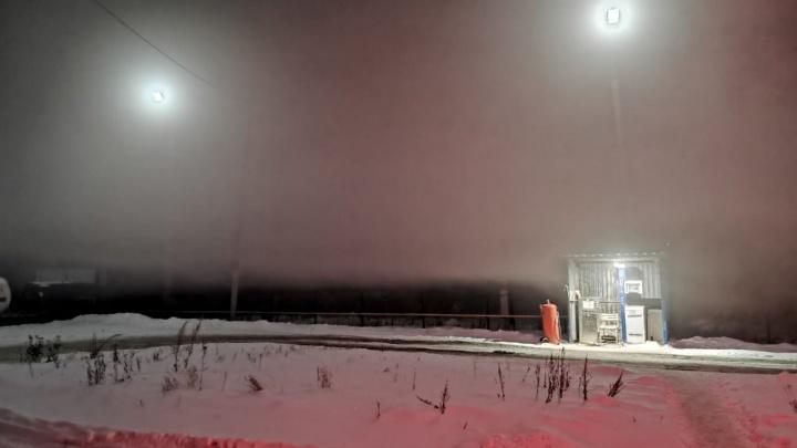 «Все едут на аварийке»: южноуральцы пожаловались на густой смог вблизи Челябинска