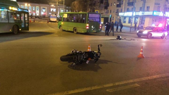 Первый погибший байкер сезона: в Екатеринбурге после аварии скончался мотоциклист