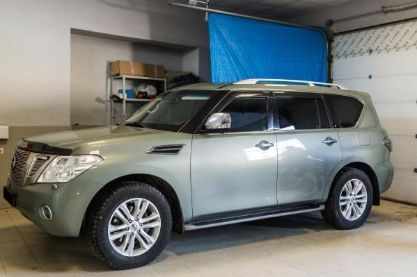 Nissan Patrol оборудован штатной сигнализацией с меткой в ключе и дополнительной сигнализацией StarLine