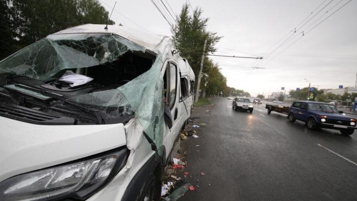 Умерла 17-летняя пассажирка микроавтобуса из Уфы, который протаранил мусоровоз в Челябинске