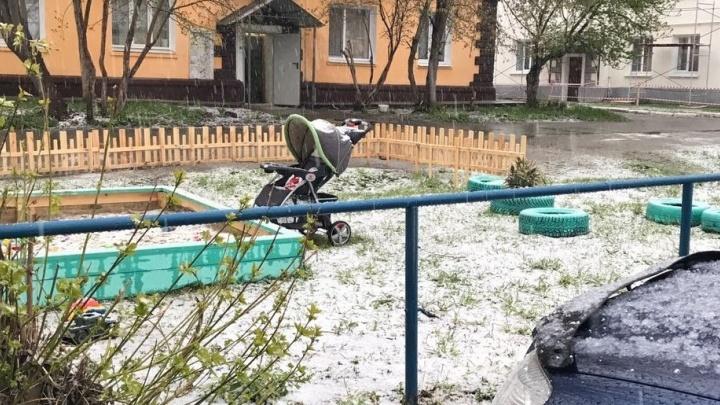 """""""Выпал снег и молнии сверкают"""": Верхнюю Пышму засыпало снегом и градом"""