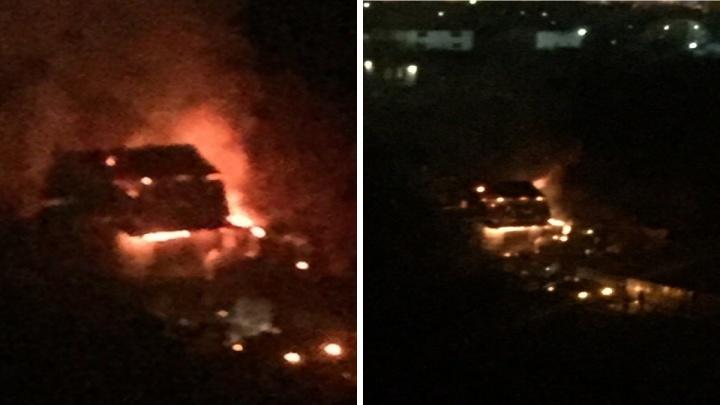«Пожарные машины проехать не могли»: ночью в Челябинске сгорел дом на Северо-Западе