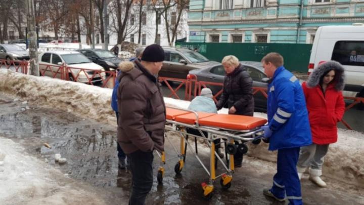 Худенькая и одинокая: ярославцы просят помочь бабушке, пострадавшей на обледенелом тротуаре