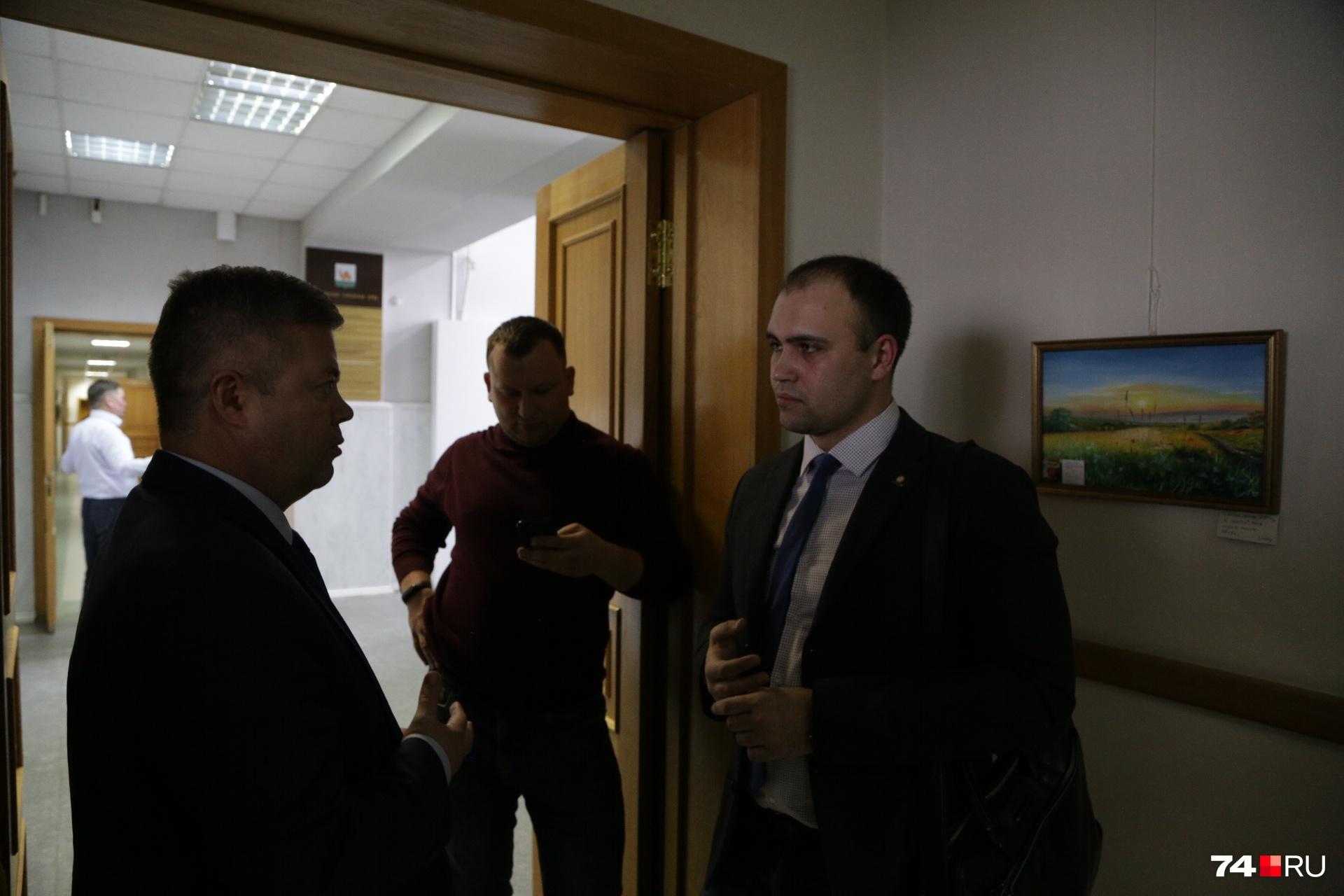 Станислав Мошаров беседует с Ярославым Щербаковым