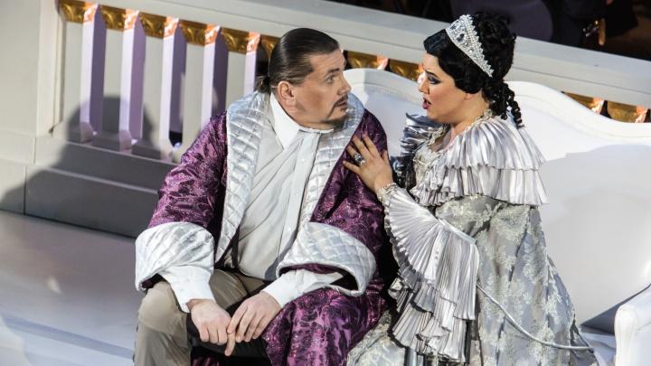 Фоторепортаж: в НОВАТе поставили оперетту «Летучая мышь» — театралы ждали её 3 года