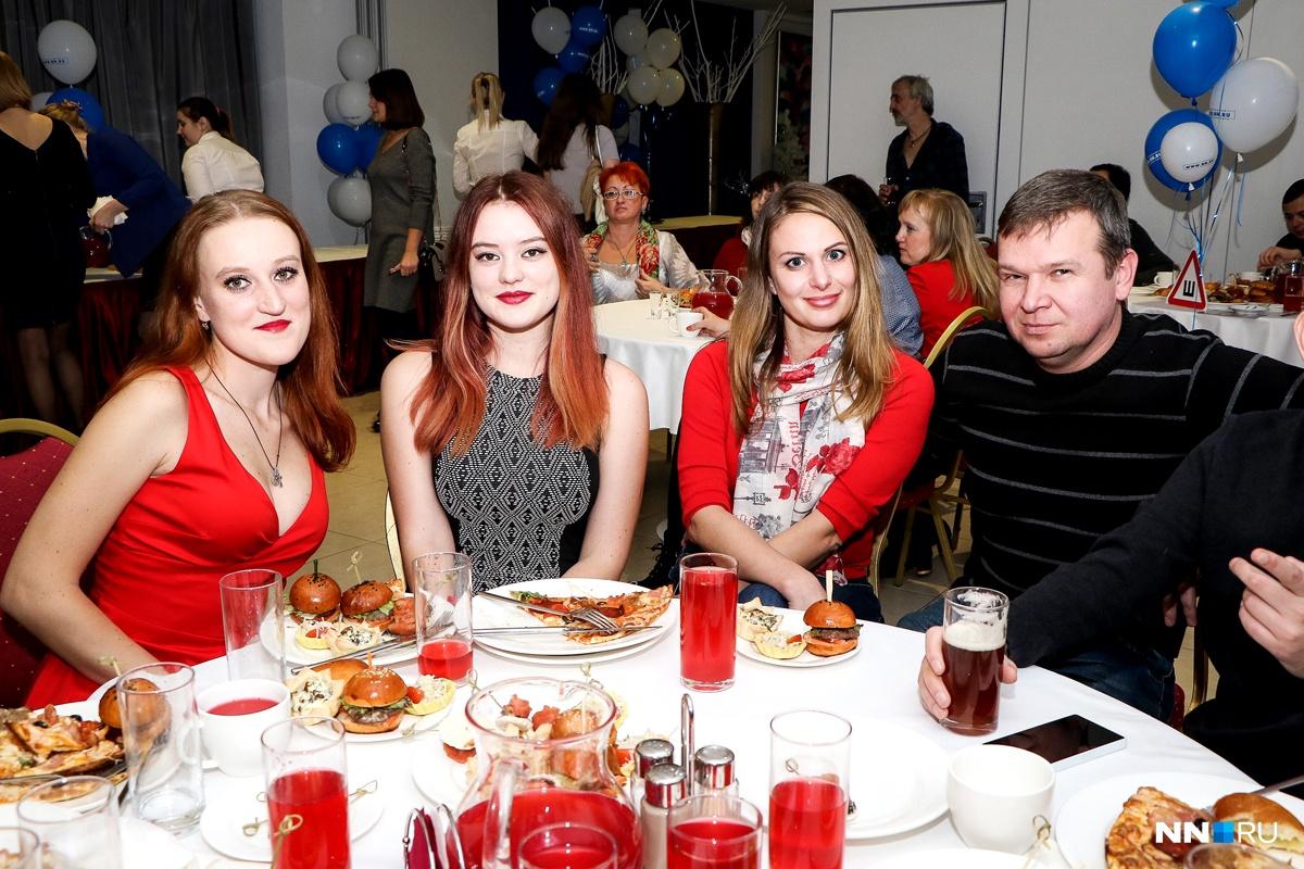 Екатерина Великая (слева) — единственная в России девушка-штурман!