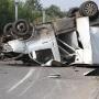 «Ехали на мигающий сигнал»: в Челябинске «Газель» после ДТП перевернулась и вылетела на остановку