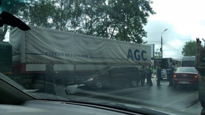 Пострадало шесть машин: подробности массового ДТП в Ярославле