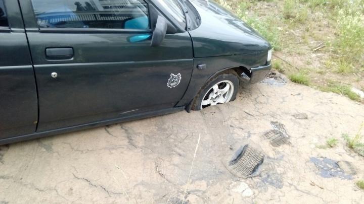 Ушел в больницу, вернулся — смола: автомобиль уфимца угодил в ловушку