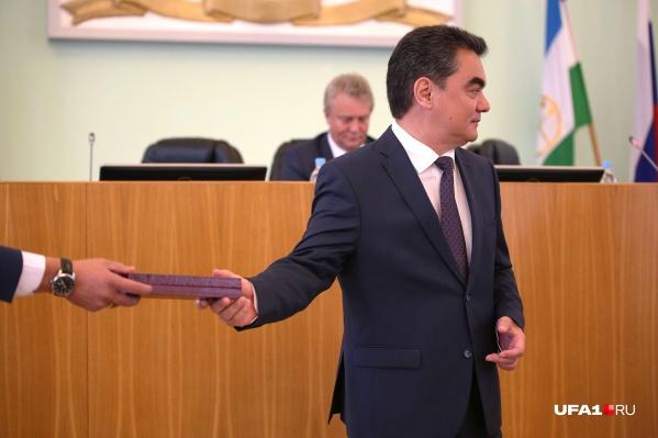 Депутаты Госсобрания Башкирии отправили мэра на повышение в Москву — в Совет Федерации