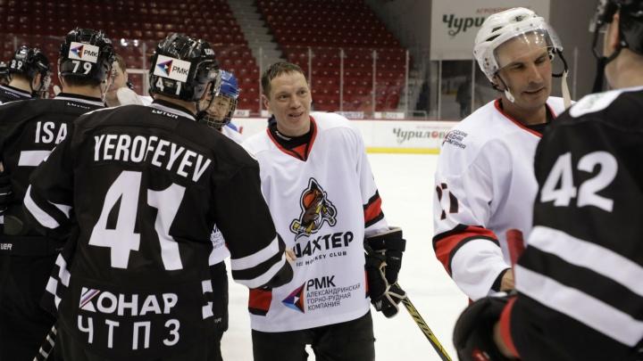 «Шахтер» vs «Трактор»: челябинские горняки сыграли против профессиональных хоккеистов