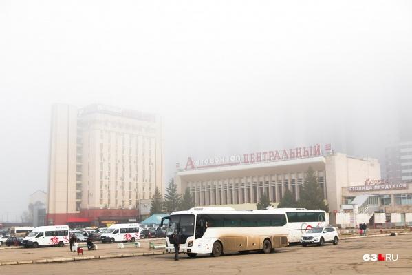 Туман «спрятал» городские здания