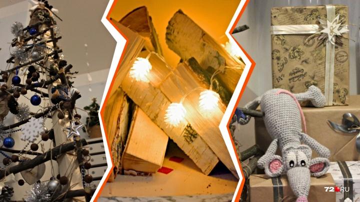 Вязаная мышка, картонный камин и ёлка из веток: разглядываем топ-5 новогодних подъездов в Тюмени